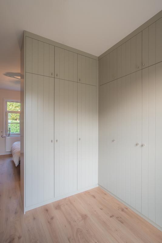 Slaapkamer landelijke slaapkamer met dressing inspirerende foto 39 s en idee n van het - Slaapkamer met badkamer en dressing ...