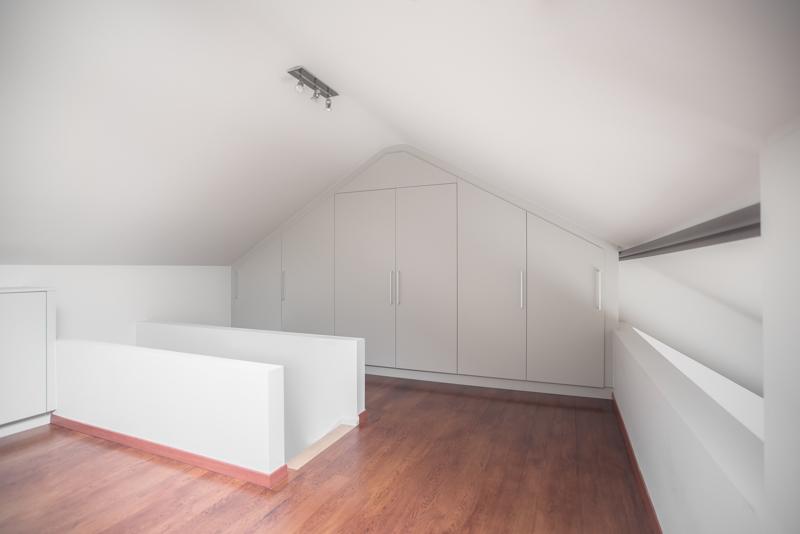 slaapkamer kast onder schuin dak